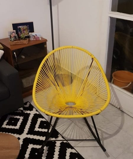 כסא נדנדה צהוב