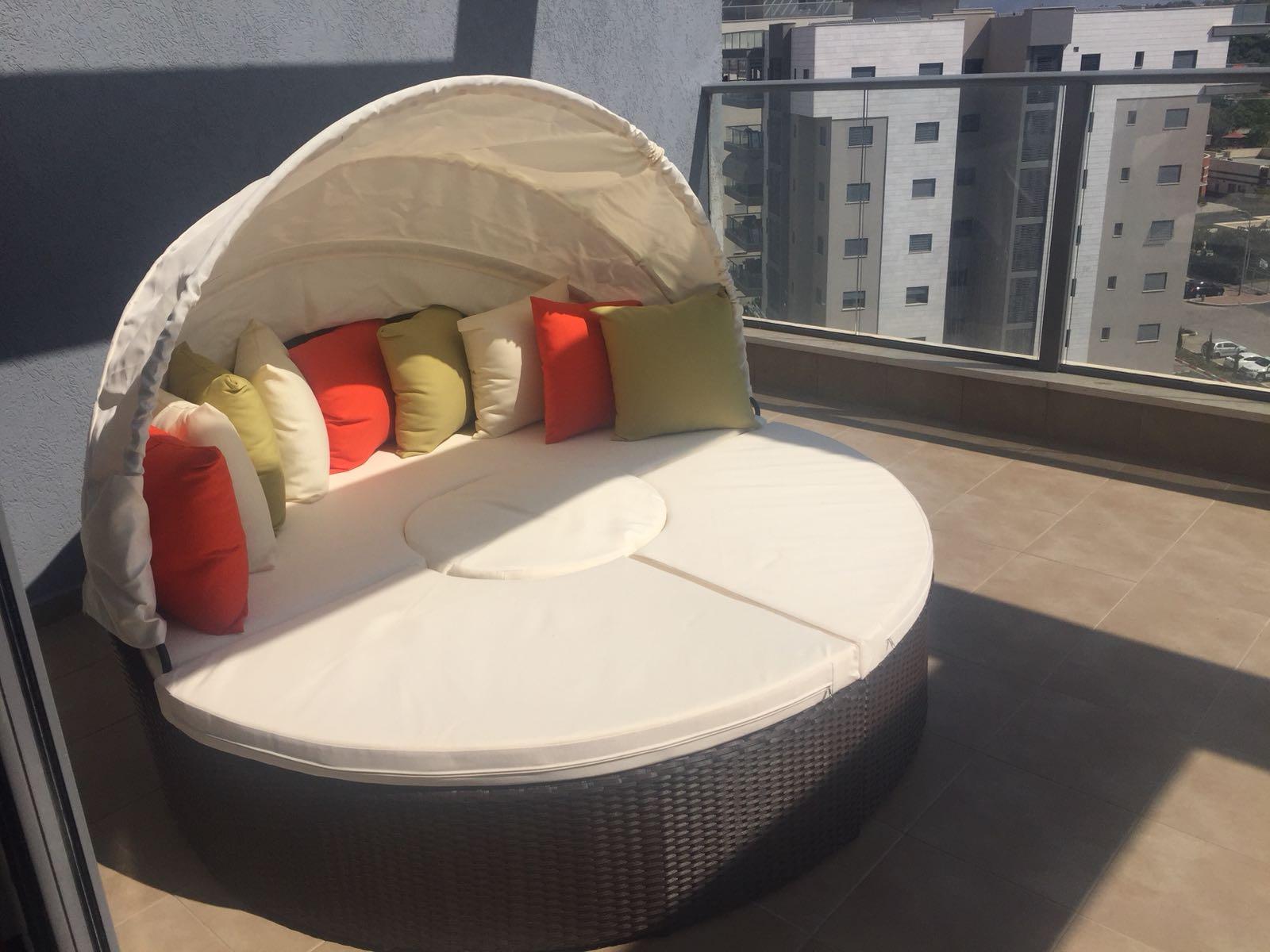 מיטת רביצה למרפסת ולגינה