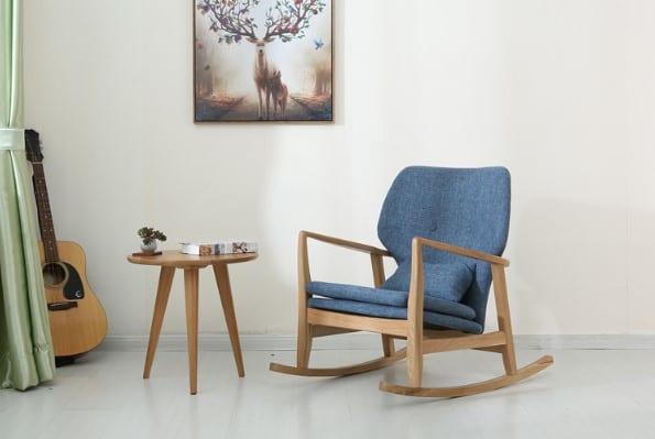 כסא נדנדה להנקה
