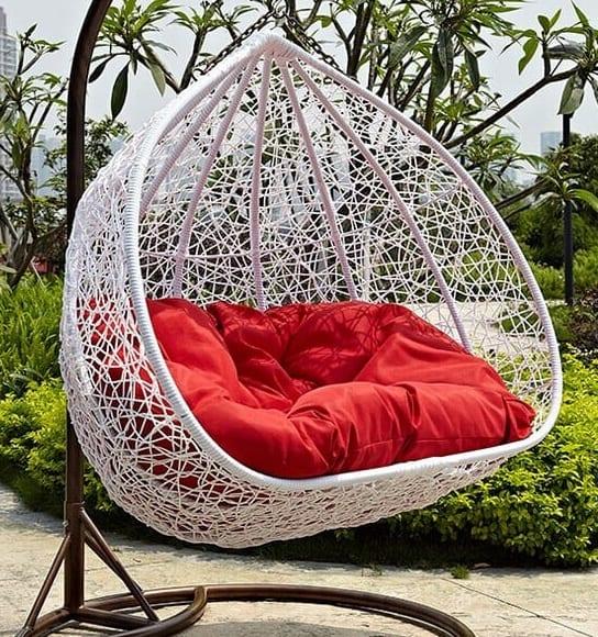 מרהטים את הגינה עם אתר כסא נדנדה